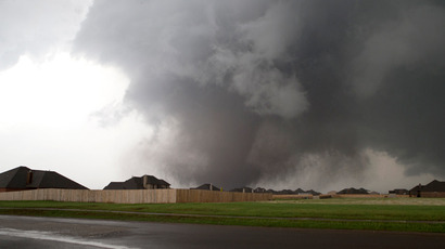 A huge tornado approaches the town of Moore, Oklahoma, near Oklahoma City, May 20, 2013 (Reuters / Richard Rowe)