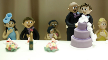 A wedding cake is decorated with a same sex couple in the window of a cake shop in Oxford. (Reuters / Andrew Winning)