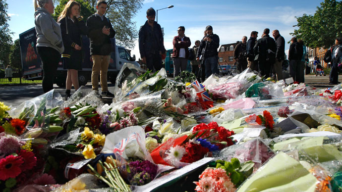 People view flowers left outside an army barracks near the scene of a killing in Woolwich, southeast London May 23, 2013.(Reuters / Luke MacGregor)