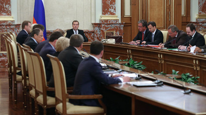 Russian Prime Minister Dmitry Medvedev, center, chairs a Cabinet's meeting in the Russian Government House, 23 May 2013.(RIA Novosti / Ekaterina Shtukina)