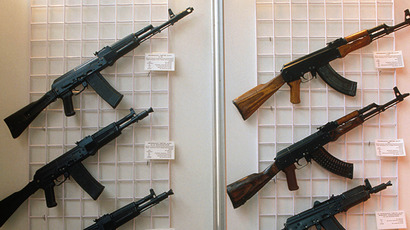 Kalashnikov assault rifles at arms exhibition. (RIA Novosti / Vladimir Vyatkin)