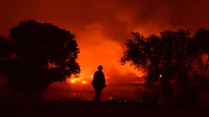 Firefighters battle the Powerhouse wildfire at the Angeles National Forest, with the fire now having destroyed several homes near the Lake Hughes area in California June 1, 2013 (Reuters / Gene Blevins)
