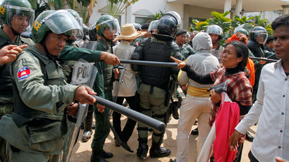 Cambodian protesters killed as police crack down on garment workers' rally (PHOTOS)