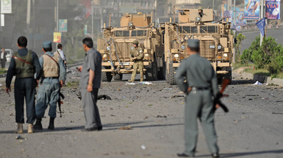 British soldiers observe as Afghan security personnel stand at the site of a suicide attack and a clash at The British Council in Kabul (AFP Photo / Massoud Hossaini)