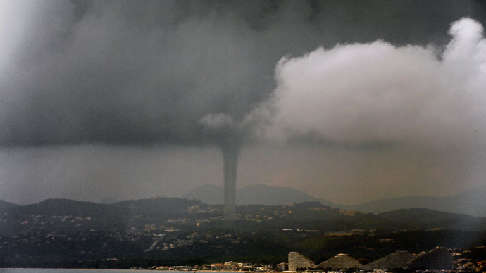 Photo staken in Nice shows a tornado above Marina Baie des Anges on June 9, 2013.(AFP Photo / Valery Hache)
