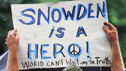 A supporter holds a sign at a small rally in support of National Security Administration (NSA) whistleblower Edward Snowden in Manhattan's Union Square on June 10, 2013 in New York (Mario Tama / Getty Images / AFP)