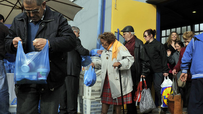 Poor and homeless people receive a bag with food after a New Year's dinner offered by the municipality of Athens, on January 1, 2013. (AFP Photo)