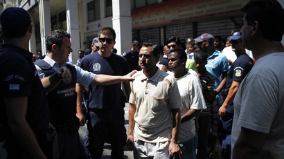 Police detain a group of immigrants in central Athens (AFP Photo)