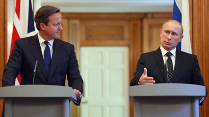 British Prime Minister David Cameron (L) listens to Russian President Vladimir Putin during a joint press conference following a meeting inside10 Downing Street, central London, on June 16, 2013 (AFP Photo / Pool / Anthony Devlin)
