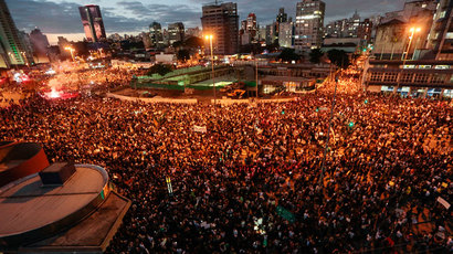 Thousands of students and people take part in a protest in Sao Paulo, Brazil on June 17, 2013.(AFP Photo / Miguel Schincariol)