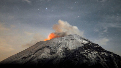 A cloud of ash belches out of Mexico's Popocatepetl volcano, some 55 km from Mexico City.(AFP Photo / Arturo Andrade)