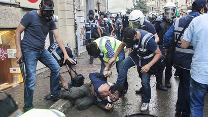 A protestor reacts as he is arrested by Turkish police officers, in Istanbul, on June 16, 2013.(AFP Photo / Ronny Roman)