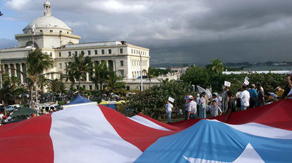 Puerto Rican flag floats in front of the Capitol House in San Juan.(Reuters / STR)