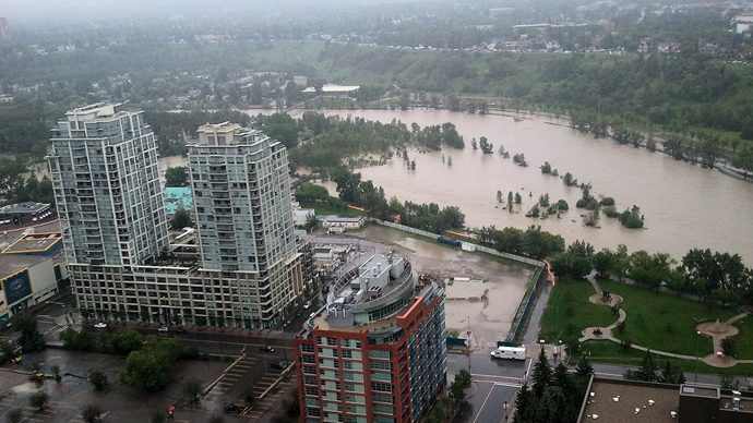 Canada floods: Troops deployed to help with evacuation of 100,000 people (PHOTOS)