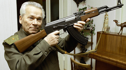 Mikhail Kalashnikov, world famous inventor, with an AK-47 assault rifle. (RIA Novosti / Vladimir Vyatkin)