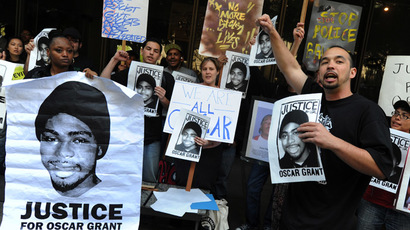 Aidge Patterson of the LA Coalition for Justice for Oscar Grant leads a protest rally outside a pretrial hearing for Johannes Mehserle, the former Bay Area Rapid Transit officer charged with murder in the shooting death of Grant in Oakland, California last year, at the Criminal Courts Building in Los Angeles on March 26, 2010. (AFP Photo)