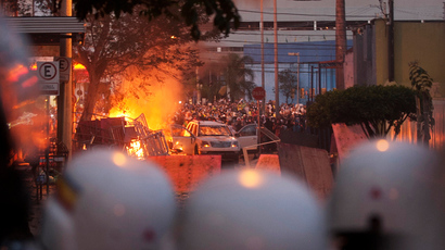 Riot police clash with demonstrators during a protest near the Mineirao Stadium in Belo Horizonte, June 26, 2013 (Reuters / Hugo Cordeiro)