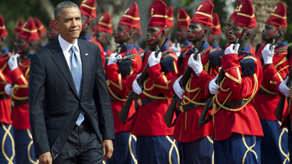 US President Barack Obama reviews an honor guard on June 27, 2013 outside the presidential palace before meetings in Dakar.(AFP Photo / Saul Loeb)