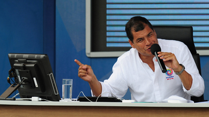 Ecuadorean President Rafael Correa speaks during his programme 'Enlace Ciudadano', at the Refineria del Pacifico camp, in El Aromo, Manabi, 390 west of Quito, on June 29, 2013 (AFP Photo / Rodrigo Buendia)