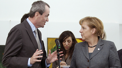 US Ambassador to Germany Murphy speaks to German Chancellor Merkel in Berlin, 2010 (Reuters / Thomas Peter)