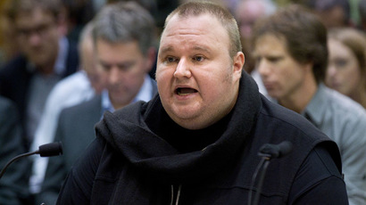 Megaupload founder Kim Dotcom speaks as he comes face to face for the first time with New Zealand Prime Minister John Key as lawmakers examine a controversial proposal allowing intelligence agencies to spy on local residents at Bowen House in Wellington on July 03, 2013.  (AFP Photo)