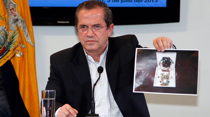 Ecuador's Foreign Minister Ricardo Patino shows a picture of a hidden spy microphone uncovered at the office of Ana Alban, the Ecuadorean ambassador to the United Kingdom, during a news conference in Quito, July 3, 2013 (Reuters / Gary Granja)