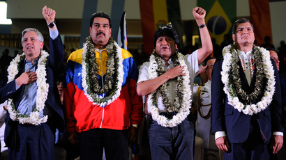 (L-R) Bolivia's Vice-President Alvaro Garcia Linera, Venezuela's President Nicolas Maduro, Bolivia's President Evo Morales (L) and Ecuador's President Rafael Correa listen to the Bolivian national anthem during a welcoming gathering in honour of Morales, in Cochabamba, on July 4, 2013 (AFP Photo / Jorge Bernal)