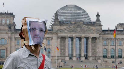 A demonstrator wears a paper bag depicting former US spy agency NSA contractor Edward Snowden after a support protest in Berlin July 4, 2013 (Reuters / Tobias Schwarz)