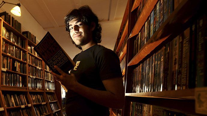 Aaron Swartz poses in a Borderland Books in San Francisco on February 4, 2008. (Reuters / Noah Berger)