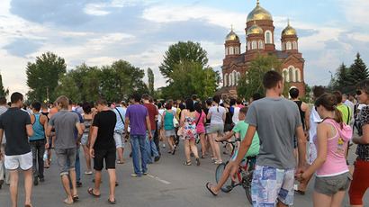 People gathered in Pugachyov's central square for the rally after a local resident was stabbed to death by a teenager from Chechnya (RIA Novosti)