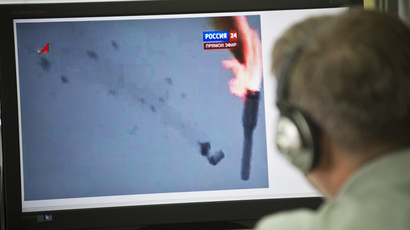 A man looks in Moscow on July 2, 2013, at a computer screen while watching a footage showing the fall of the Proton-M rocket, which veered off its trajectory and exploded today on takeoff at the Baikonur cosmodrome in Kazakhstan.  (AFP Photo)