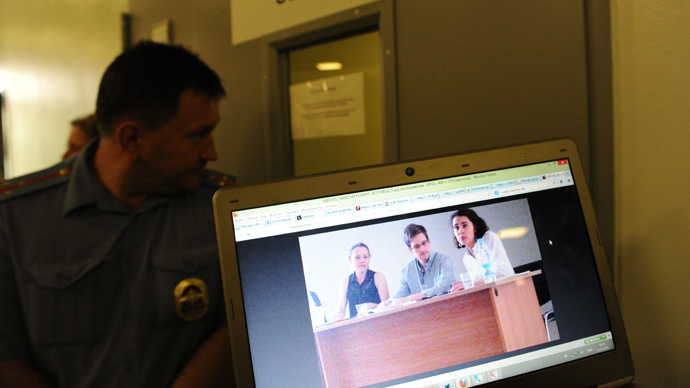 A picture taken at Moscow's Sheremetyevo airport on July 12, 2013, shows a journalist's computer screen displaying a photo of US National Security Agency (NSA) fugitive leaker Edward Snowden (C) during his today's meeting with leading Russian rights activists and lawyers at the airport (AFP Photo / Vasily Maximov)
