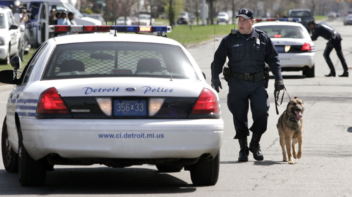 Detroit police arrest news photographer, lock her up with suspect