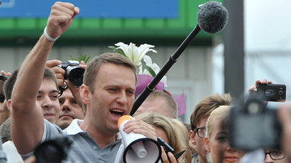 Russia's top opposition leader Aleksey Navalny addresses supporters and journalists upon his arrival in a Moscow's railway station on July 20, 2013. (RIA Novosti / Sergey Kuznecov)