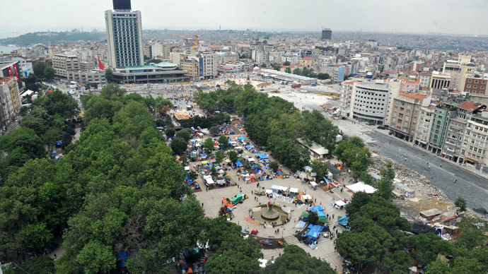 Anti-goverment protestors occupying Gezi park near Taksim square in Istanbul.(AFP Photo / Ozan Kose)