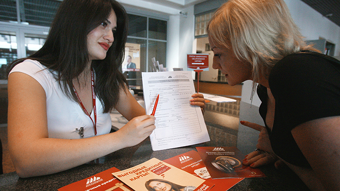 Receiving mortgages in the Moscow International Bank (RIA Novosti / Ruslan Krivobok)