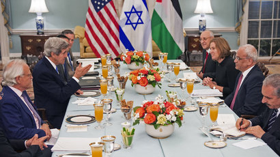 US Secretary of State Kerry (center-L) hosts dinner for the Middle East Peace Process Talks, at the Department of State with Israeli Mr. Isaac Molho (right rear) , Israeli Justice Minister Tzipi Livni (right 2nd from end) and Palestinian chief negotiator Saeb Erakat (3rd), and Palestanian Dr. Shtayyeh (lower right corner) in the Thomas Jefferson Room of the US Department of State July 29, 2013, in Washington, DC.(AFP Photo / Paul J. Richards)