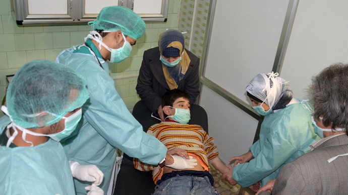 A boy, affected in what the government said was a chemical weapons attack, is treated at a hospital in the Syrian city of Aleppo March 19, 2013 (Reuters / George Ourfalian)