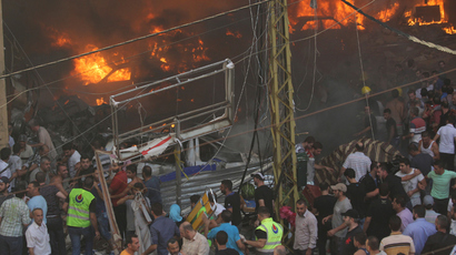 Cars burn at the site of an explosion in Beirut's southern suburbs, August 15, 2013 (Reuters / Mahmoud Kheir)