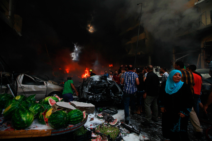 A woman cries at the site of an explosion in Beirut's southern suburbs, August 15, 2013 (Reuters / Mahmoud Kheir)