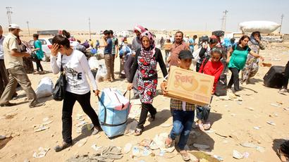 Syrian refugees cross the border into the autonomous Kurdish region of northern Iraq, August 19, 2013 (Reuters / Azad Lashkari)