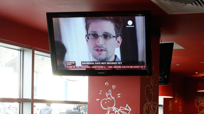 A television screen shows former U.S. spy agency contractor Edward Snowden during a news bulletin at a cafe at Moscow's Sheremetyevo airport (Reuters / Tatyana Makeyeva)
