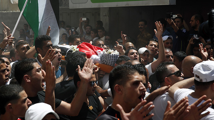 Men carry the body of a Palestinian shot dead by Israeli troops during his funeral at Qalandiya Refugee Camp near the West Bank city of Ramallah August 26, 2013. (Reuters / Darren Whiteside)