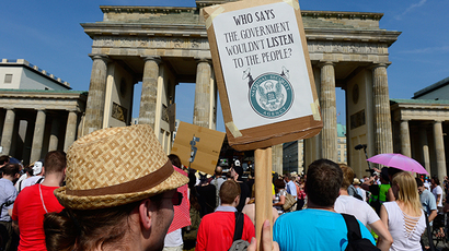 Demonstrators hold up banners as they take part in a protest in front of Berlin's landmark Brandenburg Gate against the US National Security Agency (NSA) (AFP Photo / John Macdougall)