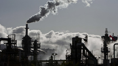 Smoke is released into the sky at the ConocoPhillips oil refinery in San Pedro, California (Reuters/Bret Hartman)