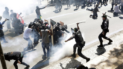Demonstrators clash with riot police during a protest as they try to approach a military parade on Brazil's Independence Day in Rio de Janeiro September 7, 2013. (Reuters/Ricardo Moraes)