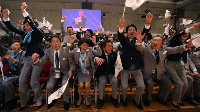 Prime Minister Shinzo Abe of Japan (2nd R) celebrates with members of the Tokyo bid committee as Jacques Rogge President of the International Olympic Committee (IOC) announces Tokyo as the city to host the 2020 Summer Olympic Games (Reuters / Ian Walton / Pool)