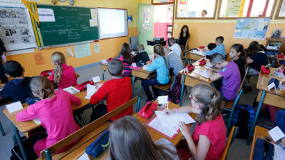 Elementary school children are seen in a classroom on the first day of the new school year at the primary school Michelet in Denain, Northern France, September 3, 2013.(Reuters / Pascal Rossignol)