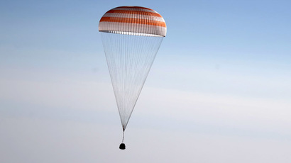 Russian Soyuz TMA-08M spacecraft lands some 146 km southeast of the town of Zhezkazgan in Kazakhstan, on September 11, 2013. (AFP Photo/Maxim Shipenlov)