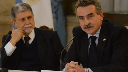 Handout picture released by the Argentine Defence Ministry showing Brazil's Defence Minister Celso Amorim (L) listens to his Argentine counterpart Agustin Rossi speaking after signing a bilateral agreement on cooperation in cyber defence, during a meeting in Buenos Aires on September 13, 2013  (AFP Photo)